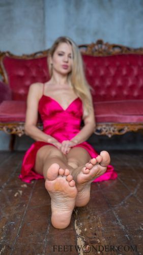 Beautiful Female Soles-8